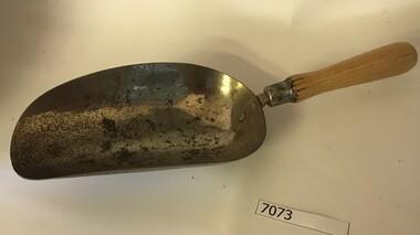 Scoop, Half-cup scoop, 1960s