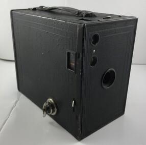 Equipment - Camera, Eastman Kodak Co, Brownie camera, 1924c