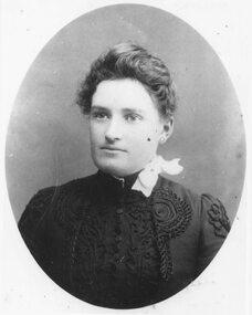 Photograph, Portrait - Charlotte Pett (Gibbons) b. 13 February 1865