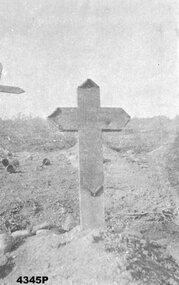 Black and white photo of a WW1 grave.