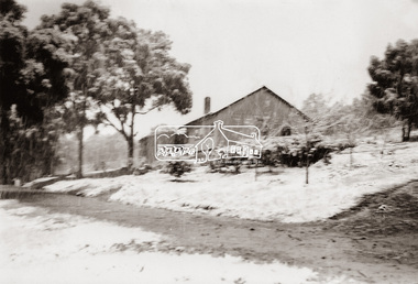 Photograph, The Stokes family home blanketed with snow, corner Nyora and Eucalyptus roads, Eltham, winter 1951, 1951