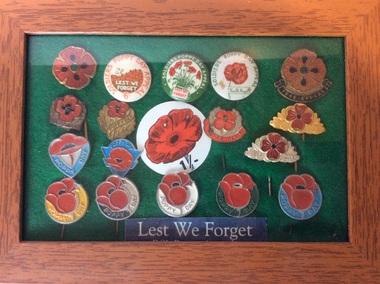 Artefact, Poppy Day badges