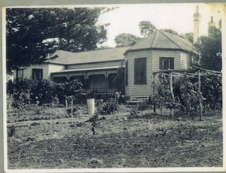 a Photograph of Amess House