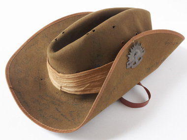 897 - Slouch hat from uniform of Digger Les Jones