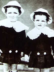 000418 - Photograph - Fish Creek - Tom and Bill Evans as children, brothers of Gwen Evans - from Noelle Green