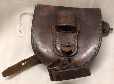 Leather wallet with two horse shoes