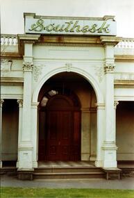 Entrance to 'Southesk', Cotham Road, Kew (dem. 1970)