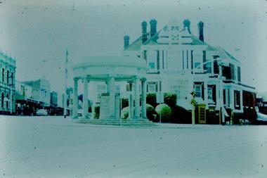 Kew Post Office and War Memorial