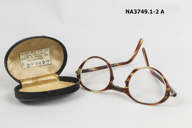 Horn rimmed spectacles