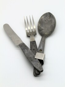 Cutlery set for soldiers use in the field.