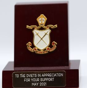 The award from Ivanhoe Grammar School reflects the Diamond Valley Vietnam Veterans assistance with equipment funding to the school's cadet program.