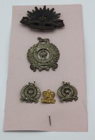 Badge - Set of 5 Australian badges, 5 assorted Australian badges