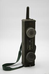 Memorabilia - Walkie Talkie- USA, Galvin Manufacturing Co, c. 1942